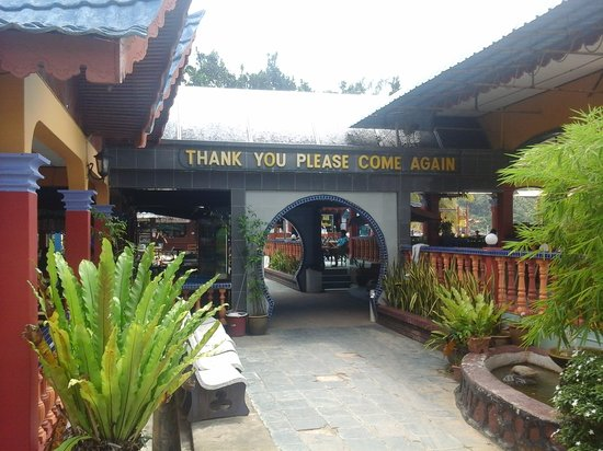 Salang Indah Resort: The restaurants are within walking distance. The breakfast at the restaurant was affordable and