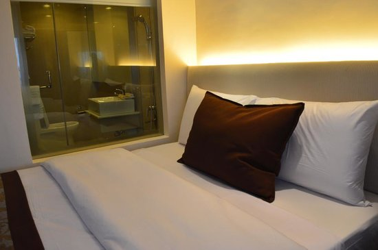 Imperial Palace Suites Quezon City: Renovated Room