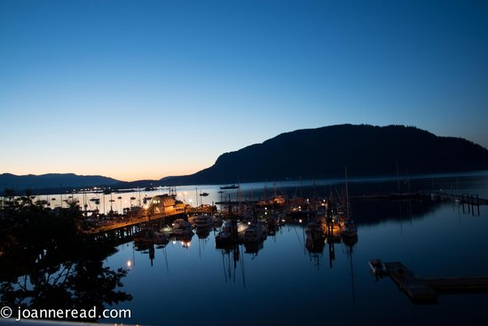 Oceanfront Suites at Cowichan Bay: Night shot from the 5th floor