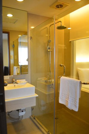 Imperial Palace Suites Quezon City: Fully renovated Bath rooms