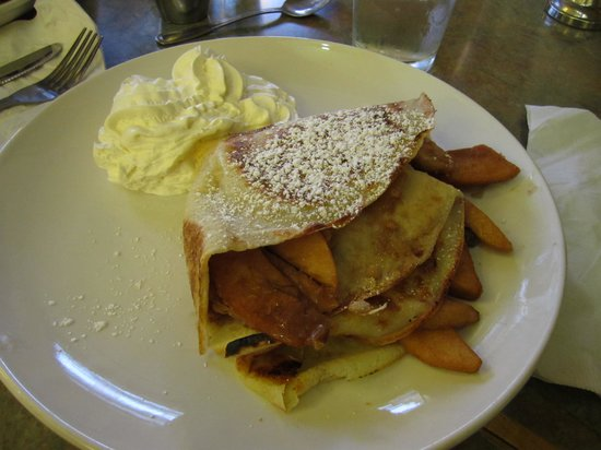 Squat and Gobble Cafe II: Apple Crumble crepe