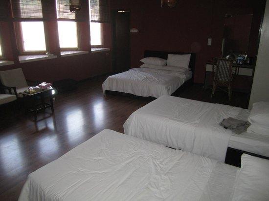 NAK Hotel: Queen sized bed