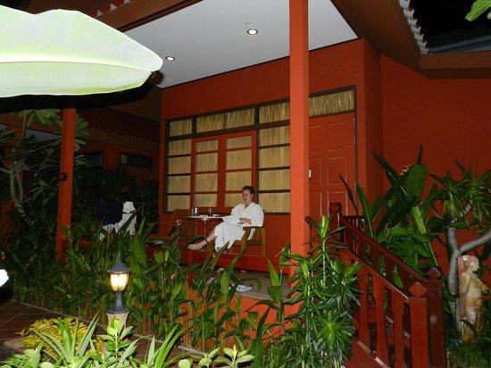 Ruenkanok Thai House: Домики на территории отеля