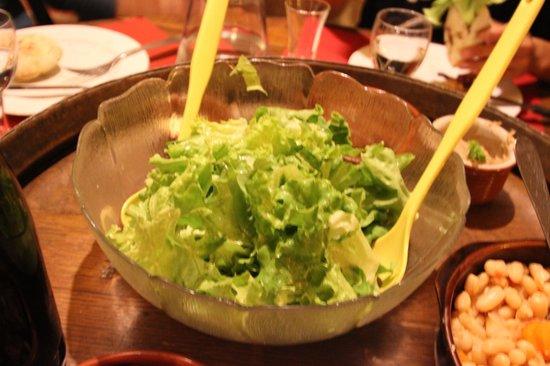 Le Caveau: サラダ。野菜も採れました