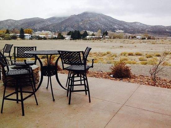 La Quinta Inn & Suites Ely: Patio area
