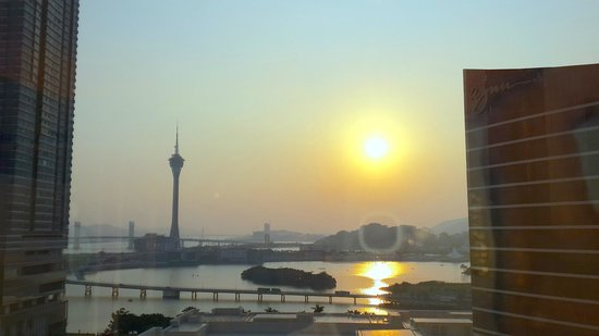 Wynn Macau: Rooms have top to bottom glass windows.
