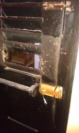 YMCA Tourist Hostel: Lock can be unlocked from outside