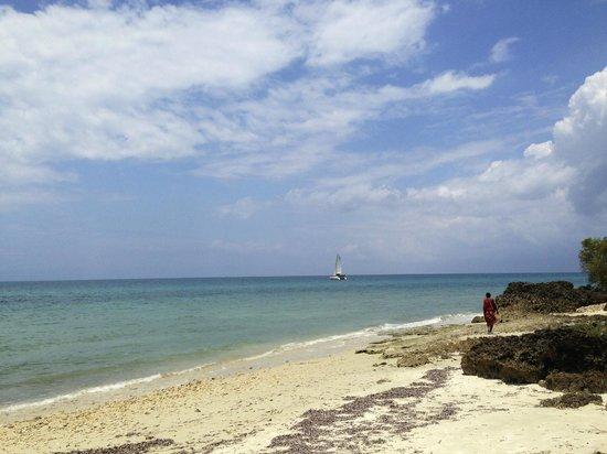 Zanzi Resort: La plage de l'hôtel sécurisée par 2 Massaï