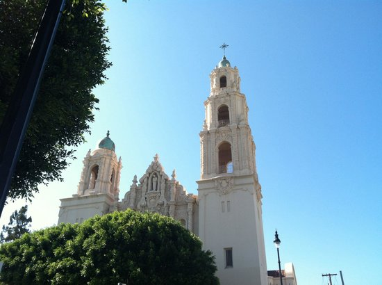 Mission Dolores: Mission Delores, view from the street!