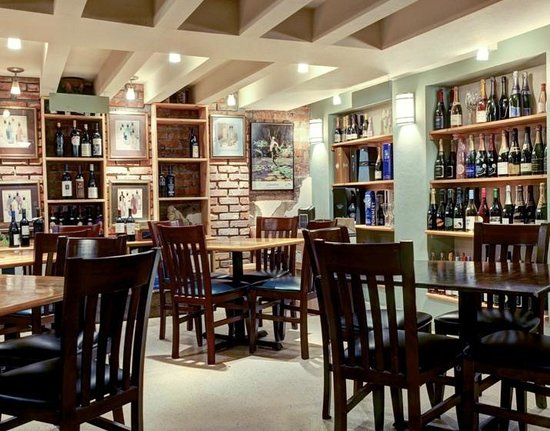 The Classic Wineseller : Restaurant seating