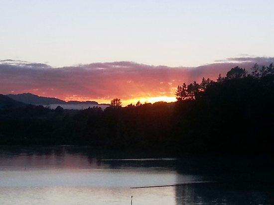 Bay of Islands Cottages: lever du soleil vue de la terrace