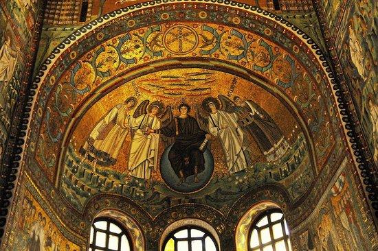 Basilica San Vitale: In der Kirche