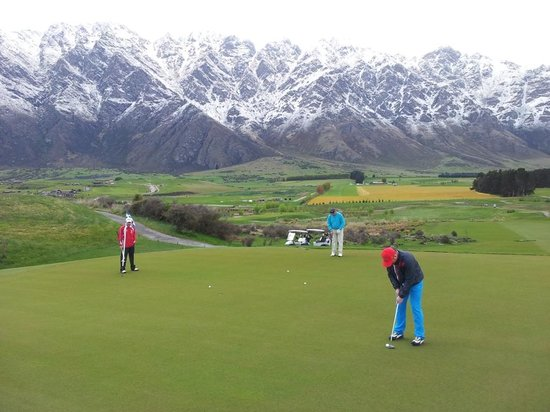 Jacks Point Golf Course Queenstown: Awesome Backdrop