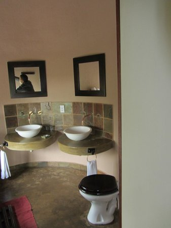 Manyatta Rock Camp: Bathroom