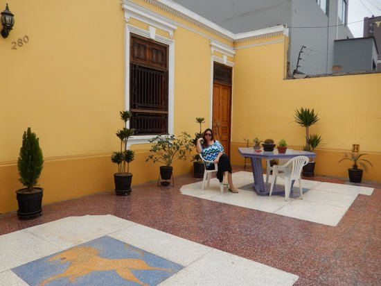 Residencial Miraflores B&B: Relaxing in the morning