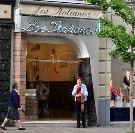 Heladeria los Italianos: Main entrance in Gran Vía