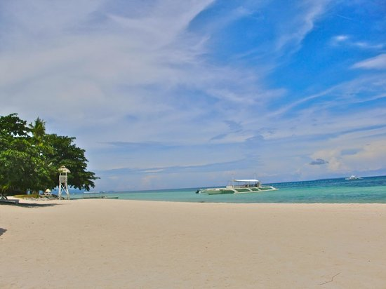 Bohol Beach Club: Sun, white sand, blue skies, turquoise waters. What more can you ask for?