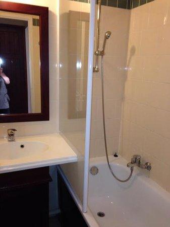 Pierre & Vacances Residence Le Domaine de Gascogne: la salle de bain
