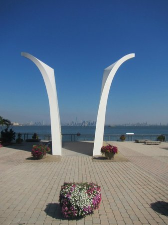 Postcards-The The Staten Island September 11 Memorial: memorial