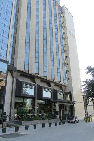 Hotel Bristol Sarajevo: entrance to lobby