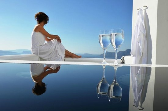 Art Maisons Luxury Santorini Hotels Aspaki & Oia Castle: Jacuzzi on honeymoon suite balcony