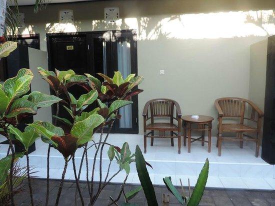Legian Guest House: Terrace