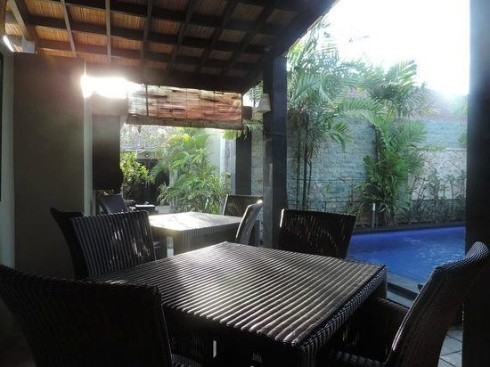 Legian Guest House : Pool side Resto