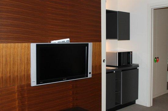 Milan Suite Hotel: télé