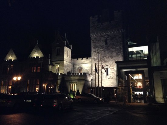 Clontarf Castle Hotel : Outside at night