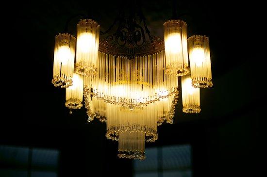 Roosenwijn Guest House: Chandelier