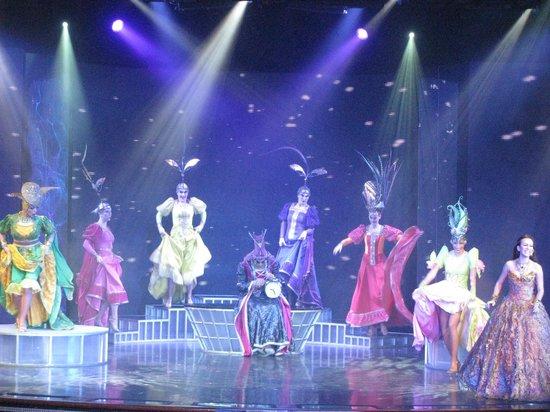 Singapore Cruise Centre: Lido  show