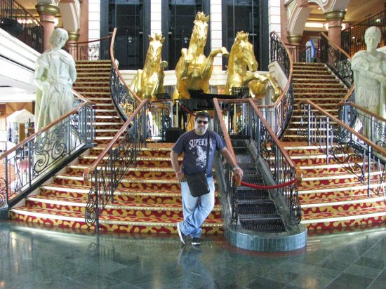 Singapore Cruise Centre: lobby area