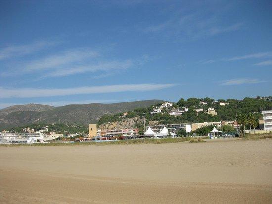 Hotel Mino: вид с пляжа на горы
