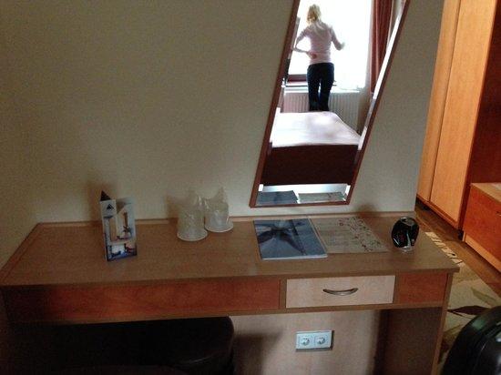 Marami Hotel: old furniture small room