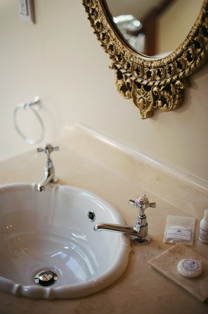 Roosenwijn Guest House: Basin Room 10