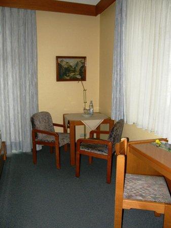 Hotel Dora: Номер