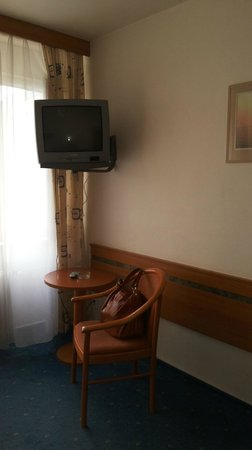Hotel Ilf: Телевизор. 1 русский канал