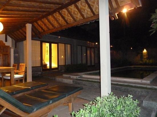 Nefatari Exclusive Villas: Villa pool at night