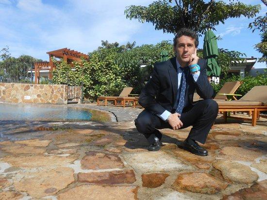 Real InterContinental at Multiplaza: En la piscina nates de acudir a mis reuniones del día