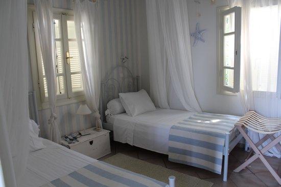 Paradisso Beach Villas: Schlafzimmer optional für Kinder