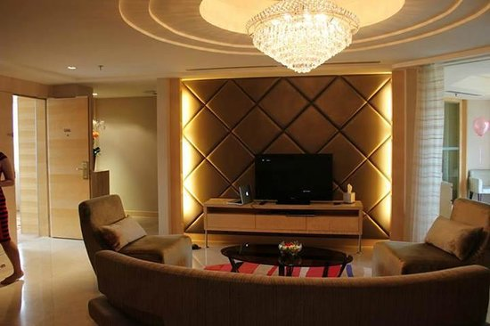 Dorsett Grand Subang: Executive suite living hall another angle view