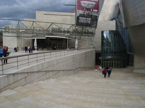 Guggenheim-Museum Bilbao: Guggenheim Eingang