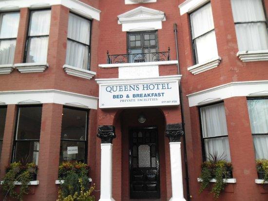 Queens Hotel: ENTRADA DEL HOTEL