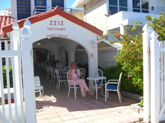 Tres Palmas Inn: A first cup of coffee