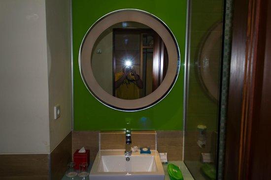 Ibis Styles Yogyakarta : bathroom