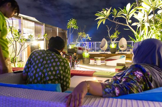 Ibis Styles Yogyakarta : roof top cafe