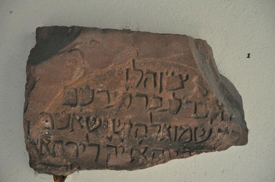 Musée de l'Œuvre Notre-Dame: Ancient Jewish gravestones