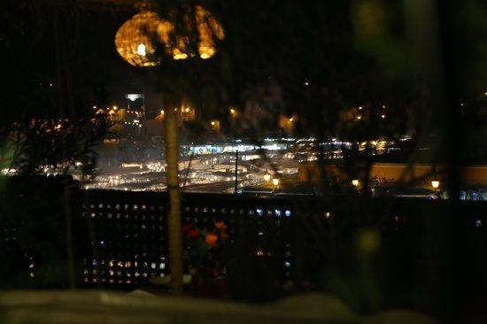 Riad Andalla : vista piazza dalla terrazza