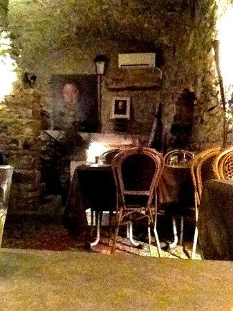 La cotelette: Back room