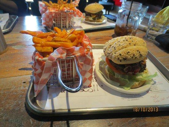 OMG Resto : Burger and sweet potato fries